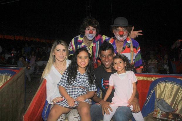 "Leo Moura com a família no ""Circo Stankowich"" (Foto: Delson Silva / Ag News)"