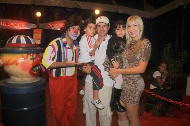 "Tulio Maravilha com a família no ""Circo Stankowich"" (Foto: Delson Silva / Ag News)"