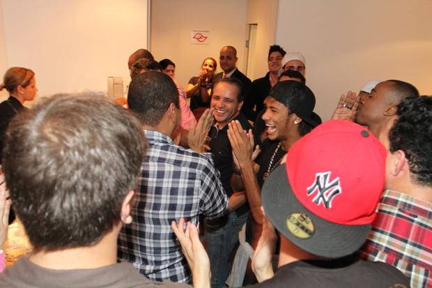 Neymar no camarim de Gusttavo Lima (Foto: Gabriel Santos/Photo Rio News)