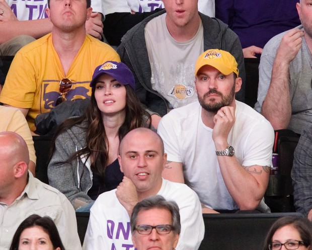 Megan Fox assiste jogo dos Lakers ao lado do marido, Brian Austin Green (Foto: Getty Images)