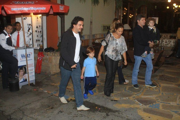 Rodrigo Lombardi com a família (Foto: Delson Silva/Agnews)