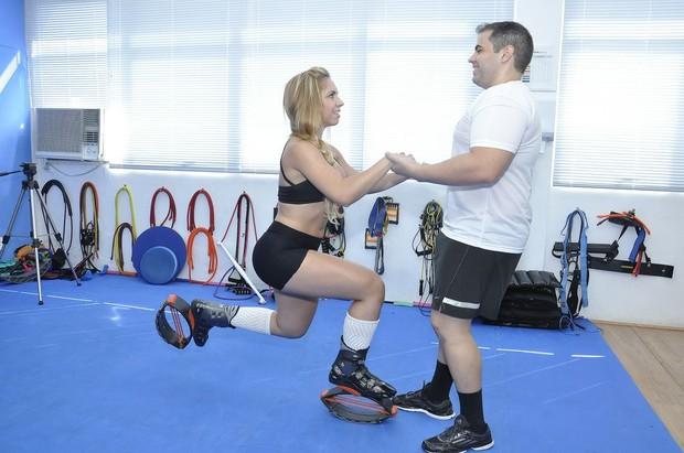 Latinete Natália Arantes faz aula de treinamento funcional (Foto: Divulgação)