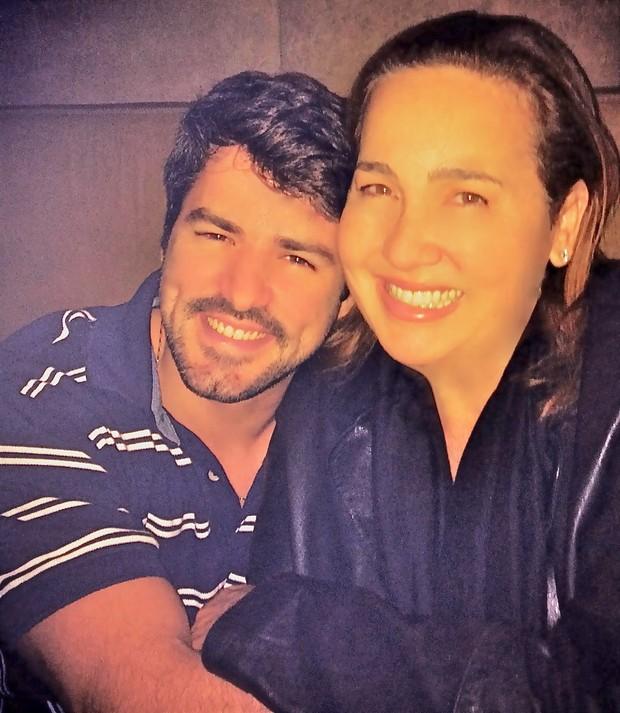 Claudia Jimenez e Leonardo Moça em boate no Rio (Foto: Fausto Candelária/ Ag. News)