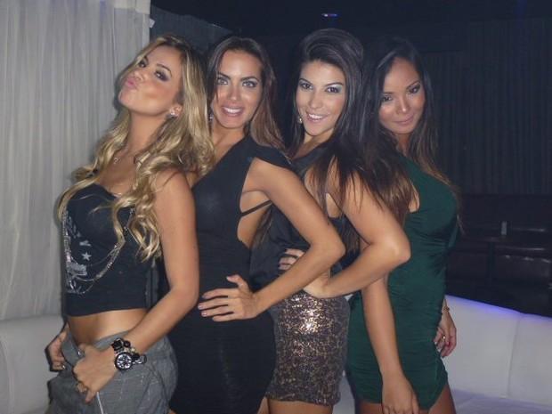 Robertha Portella, Carla Prata, Thabata Carvalho e Carol Nakamura, bailarinas do Faustao (Foto: Divulgação)