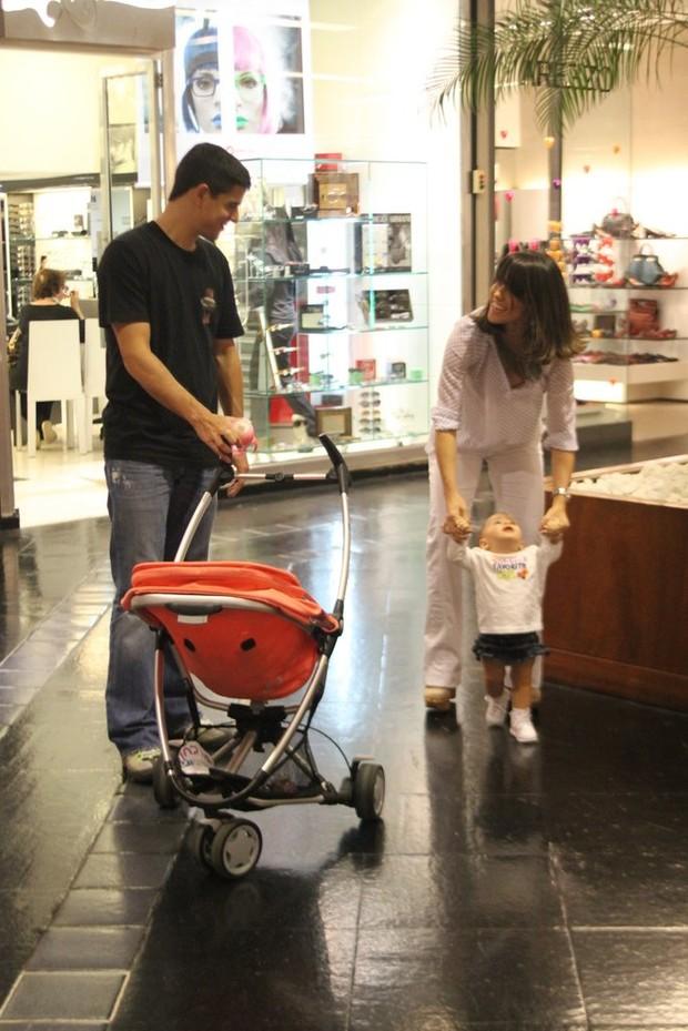 Fernanda Pontes com a filha Maria Luiza (Foto: Daniel Delmiro/AG News)