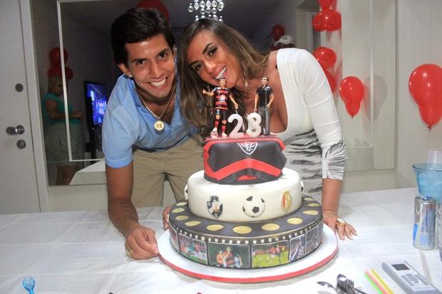 Nicole Bahls comemora aniversário do namorado Victor Ramos no Rio (Foto: Rodrigo dos Anjos / Ag. News)