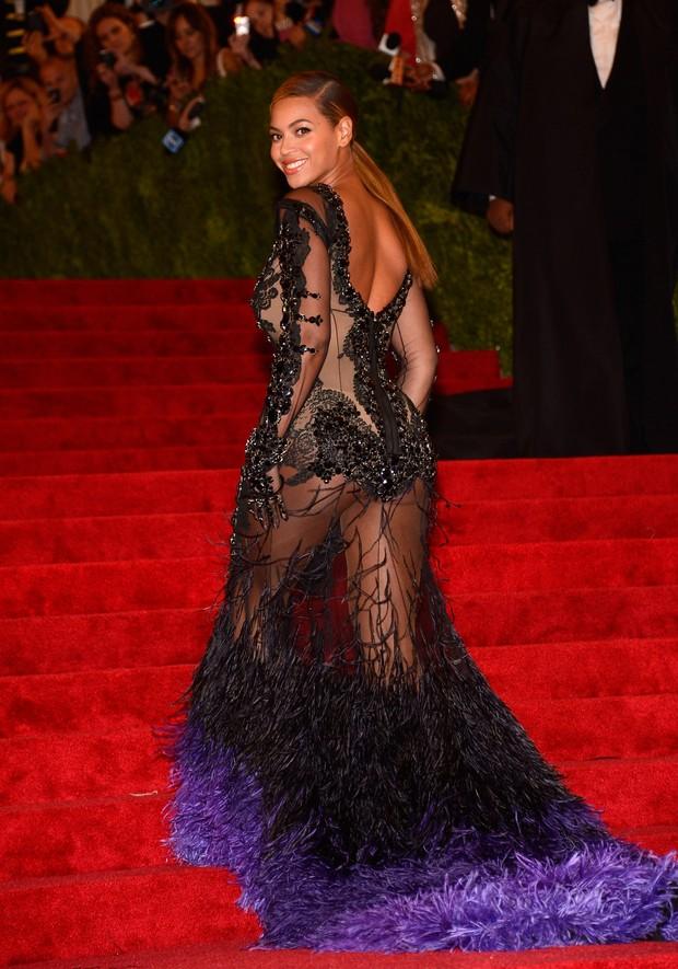 Beyoncé exibe corpão com vestido transparente no MET, quatro meses após dar à luz (Foto: Getty Images)