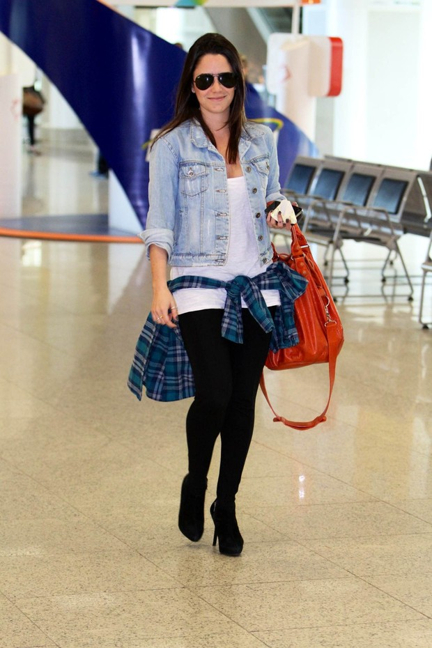 Fernanda Vasconcellos no aeroporto (Foto: Leotty Junior/ Ag, News)