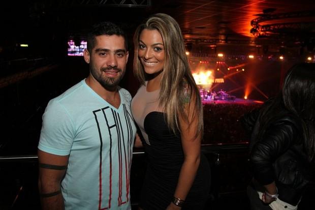 Ex-BBBs Yuri e Monique em show no Rio (Foto: Anderson Borde/ Ag. News)