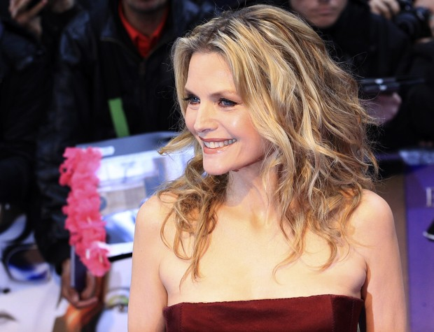 Michelle Pfeiffer na première do filme 'Dark Shadows' em Londres, na Inglaterra (Foto: Reuters/ Agência)