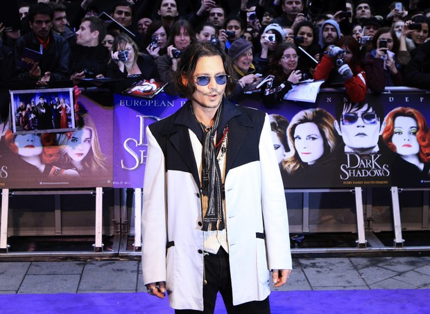 Johnny Depp na première do filme 'Dark Shadows' emLondres na Inglaterra (Foto: Reuters/ Agência)