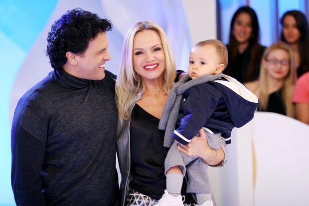 Eliana com o marido, João Marcelo Bôscoli, e o filho, Arthur, em gravação de seu programa no SBT (Foto: Artur Igrecias/SBT)