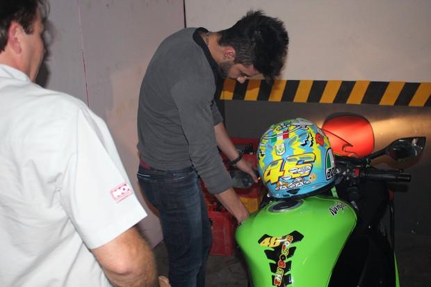 Gusttavo Lima antes de show em Maringá, no Paraná (Foto: Adriano Gatto/ Photo Rio News)