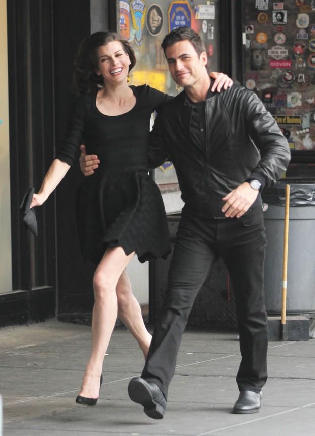Milla Jovovich e Carlos Casagrande gravam comercial em Nova York, nos Estados Unidos (Foto: X17/ Agência)