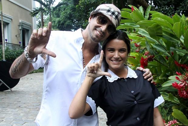 Laisa no clipe do Latino (Foto: Daniel Pinheiro/ R2)