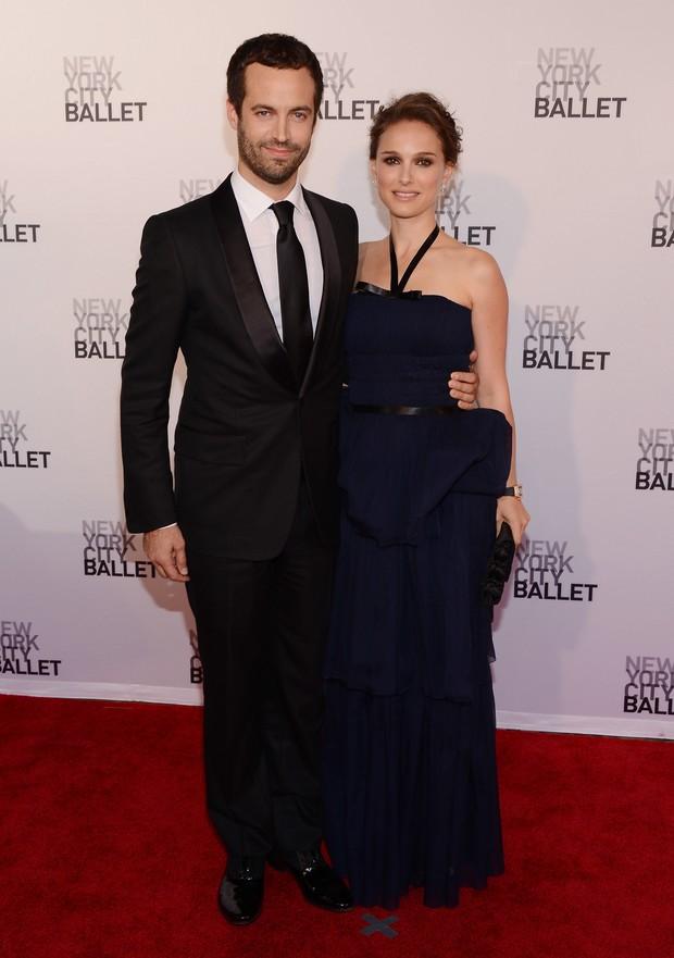 Natalie Portman com o marido Benjamin Millepied em sessão de gala do balé de Nova York (Foto: Getty Images/ Agência)