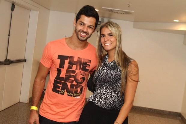 Felipe Luhan e a namorada Rachel Ferraz (Foto: Marcello Sá Barretto/Photorionews)