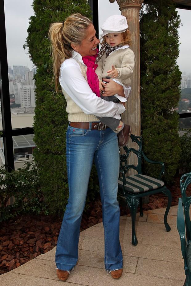 Adriane Galisteu com o filho Vittorio e a mãe Dona Emma (Foto: Manuela Scarpa/Photo Rio News)