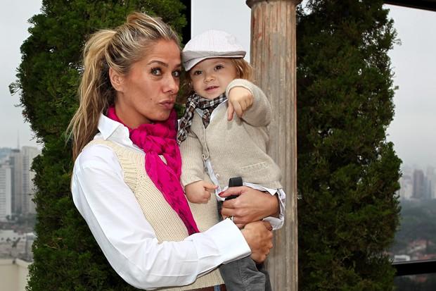 Adriane Galisteu com o filho Vittorio (Foto: Manuela Scarpa/Photo Rio News)