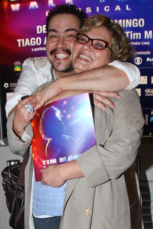 Tiago com a mãe, Cintia (Foto: Manuela Scarpa/Photorionews)