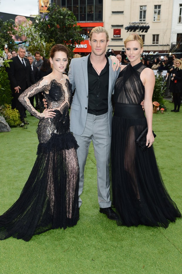 "Kristen Stewart, Chris Hemsworth e Charlize Theron na première de 'Snow White and the Huntsman"" (Foto: Getty Images)"