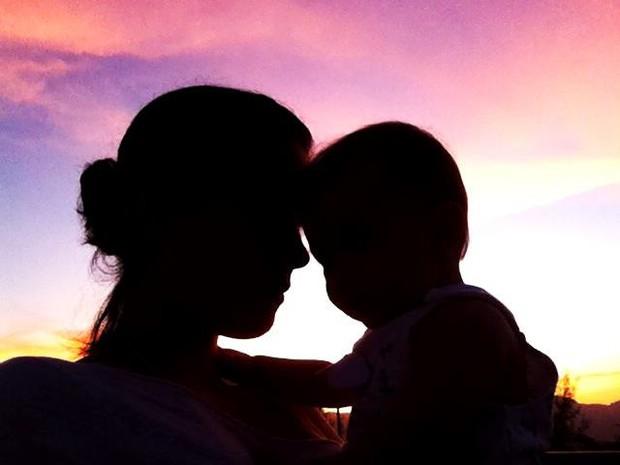 Dado Dolabella posta foto em homenagem ao dia das mães (Foto: Facebook/ Reprodução)
