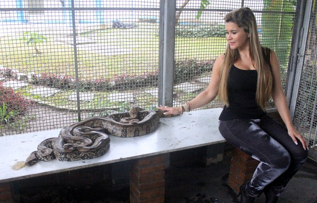 Mulher Maçã observa a cobra (Foto: Rodrigo dos Anjos/Divulgação)