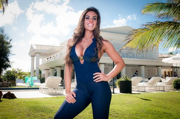 Nicole Bahls Posa Em Mans O Na Bahia Foto Ale Dantas Diferente