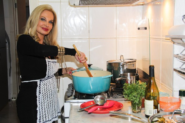 Brunete Fraccaroli em sua casa em São Paulo (Foto: Milene Cardoso/ Ag. News)