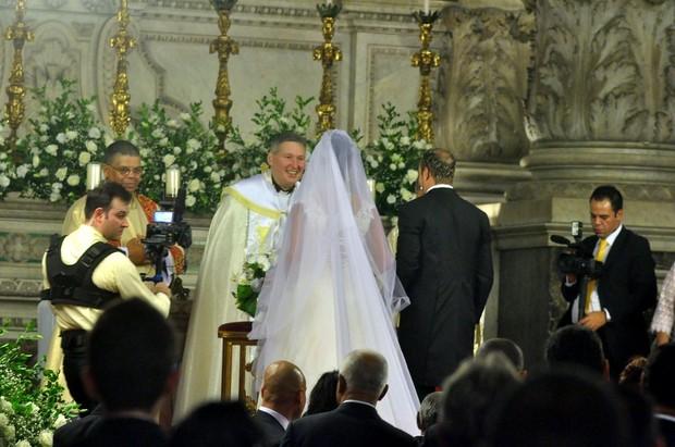 Belo e Gracyanne na igreja com Padre Marcelo Rossi (Foto: Roberto Teixeira/EGO)