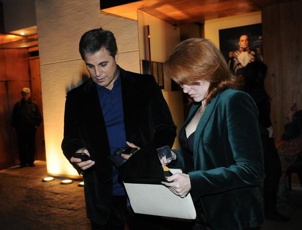 Edson Celulari e Karin Roepke saíram para jantar (Foto: Francisco Cepeda/AgNews)