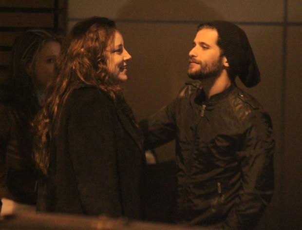 Bruno cumprimenta Ana Carolina (Foto: Rodrigo dos Anjos/AG News)