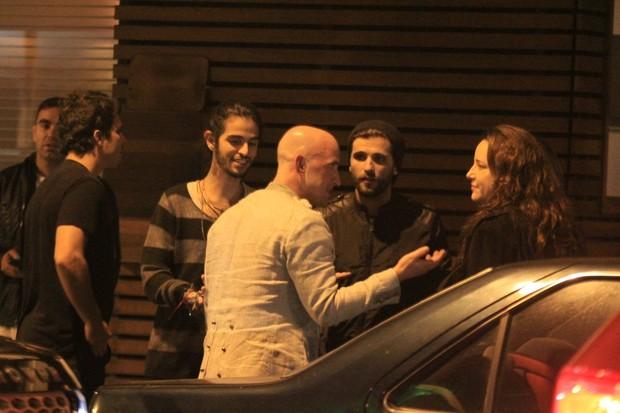 Bruno, Ana e Thiago enter amigos (Foto: Rodrigo dos Anjos/AG News)