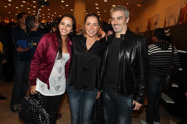 Daniela Mercury com a filha, Giovana, e o marido, Marco Scabia, na estreia do espetáculo 'Fame' (Foto: Manuela Scarpa / Photo Rio News)