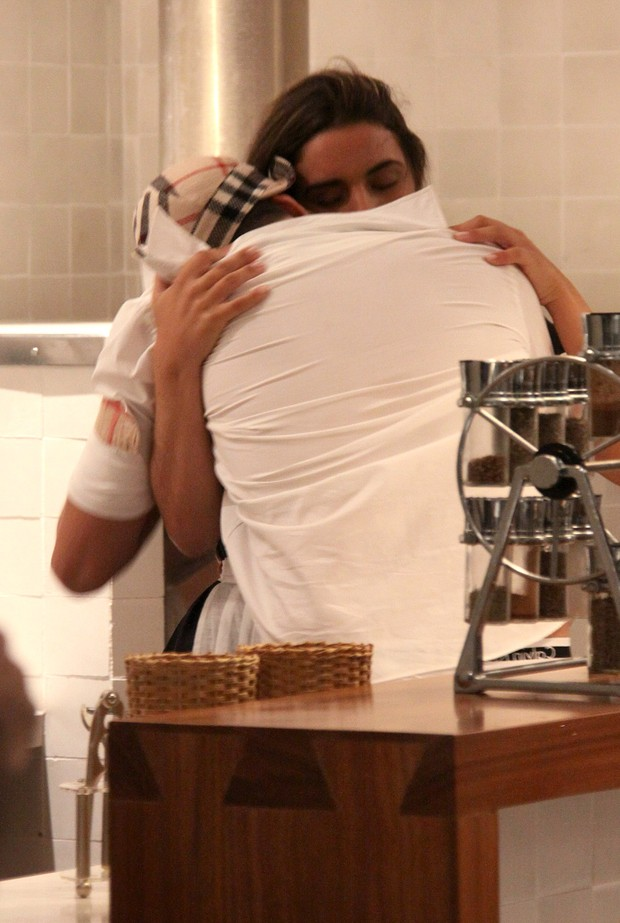 Latino e a ex-BBB Laisa (Foto:  Daniel Pinheiro/R2)