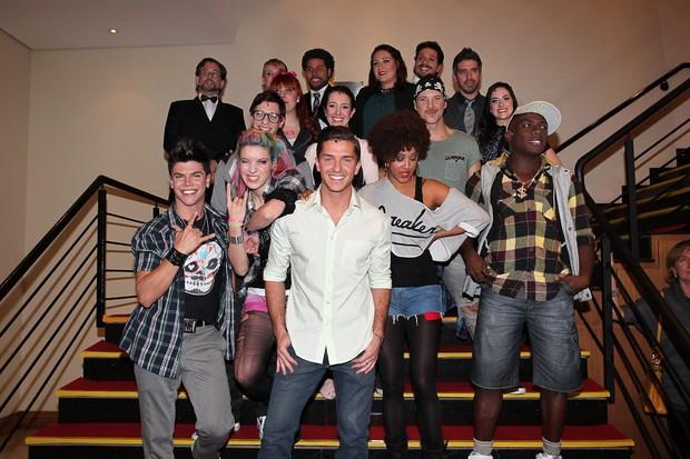 Klebber Toledo e o elenco na estreia do espetáculo 'Fame' (Foto: Manuela Scarpa / Photo Rio News)
