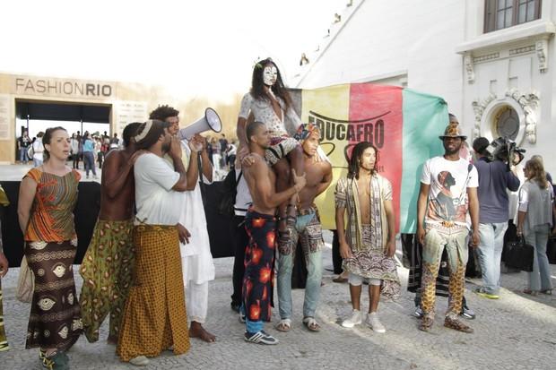 Fashion Rio Educafro (Foto: Isac Luz/EGO)