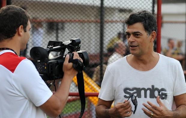 Eduardo Moscovis vai ao treino do Flamengo na Gávea, Zona Sul do Rio (Foto: Alexandre Vidal/ Divulgação)