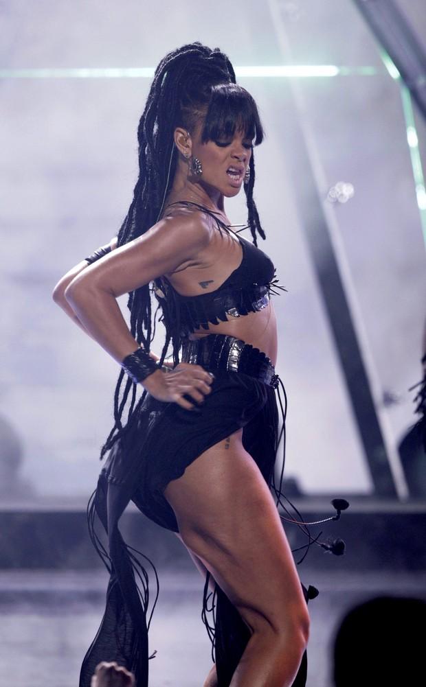 Rihanna se apresenta na final da 11ª temporada do 'American Idol' (Foto: Reuters/ Agência)