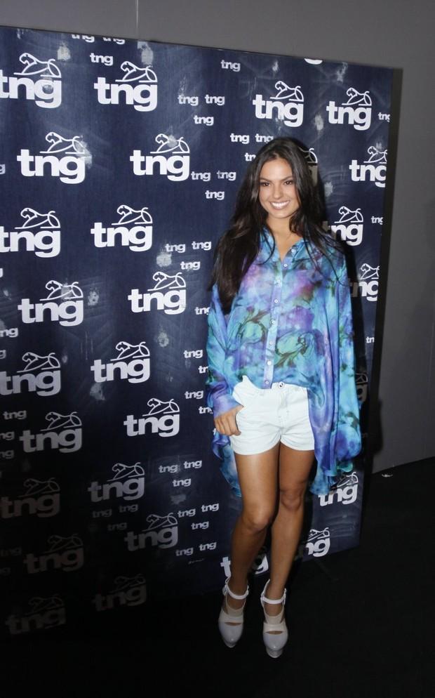 Isis Valverde no Fashion Rio (Foto: Marcos Serra Lima / EGO)