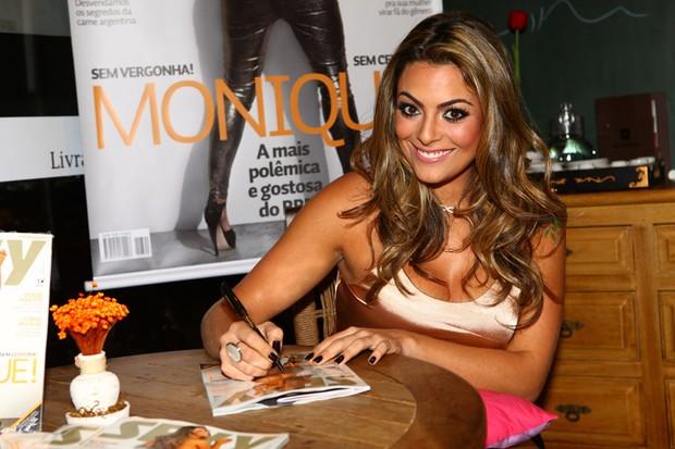 Ex-BBB Monique lança ensaio nu em São Paulo (Foto: Iwi Onodera/EGO)