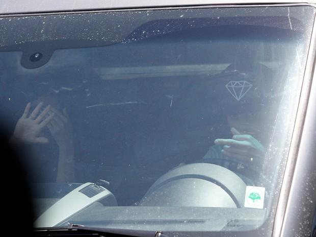 Justin Bieber se estressa com paparazzo (Foto: Agência/X17)