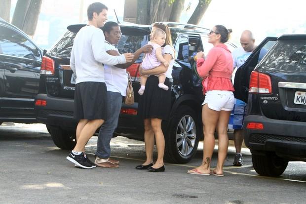 Mário Frias e Nívea Stelmann com a família (Foto: Delson Silva/AgNews)