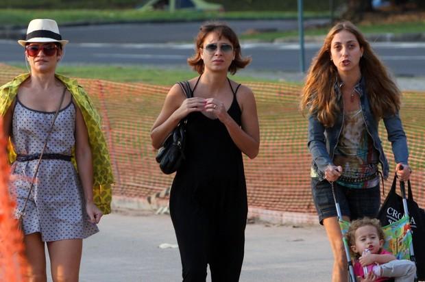 Katiuscia Canoro passeia com amigas na Lagoa Rodrigo de Freitas (Foto: Gil Rodrigues / Photo Rio News)