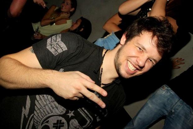 Bruno, do grupo KLB, no show do Trio Ternura (Foto: Cláudio Soares/Divulgação)