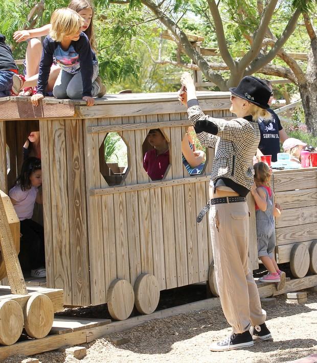Gwen Stefani e os filhos (Foto: Agência X17)