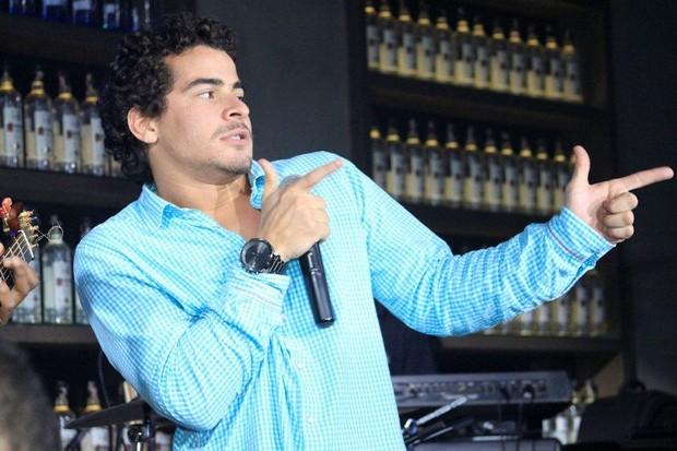 Thiago Martins se apresenta com o Trio Ternura (Foto: Cláudio Soares/Divulgação)