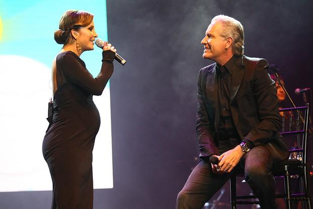 Claudia Leitte canta com Roberto Justus em show beneficente em São Paulo (Foto: Iwi Onodera/ EGO)