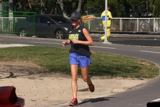 Fiorella Matheis corre na Lagoa (Foto: Photo Rio News)