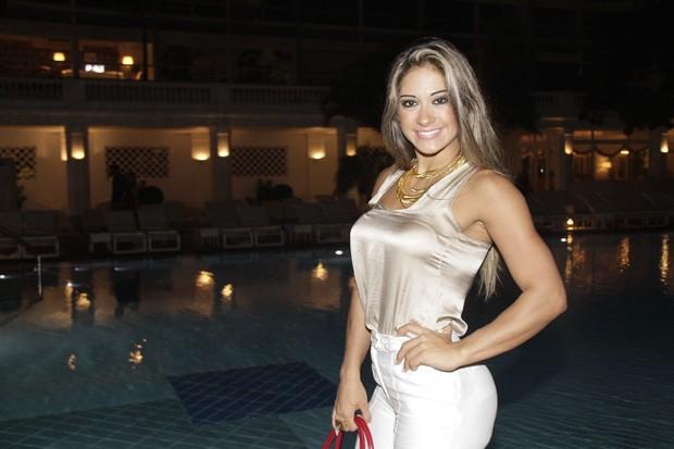 Ex-BBB Mayra em lançamento de DVD de Latino no Rio (Foto: Isac Luz/ EGO)